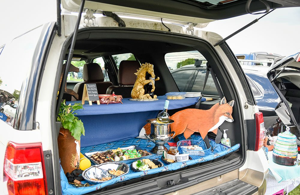 Equestrian tailgating